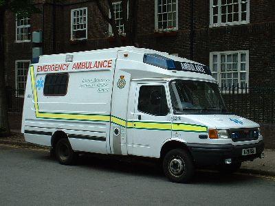 Typická londýnská ambulance - léto 2003